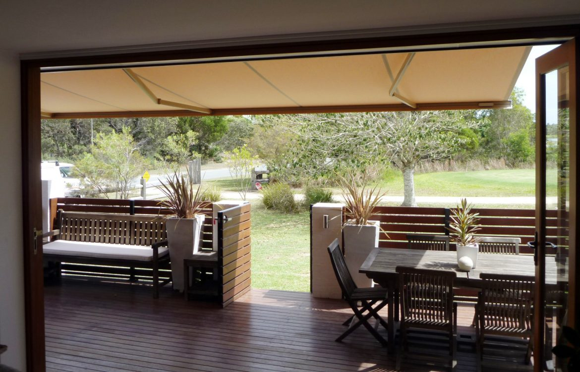 Toldo brazos invisibles f brica de cortinas roller black for Como colocar un toldo de brazos invisibles