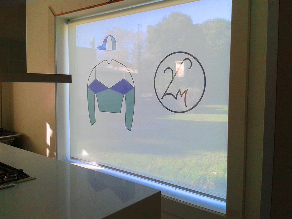 cortina-Roller-motor-somfy-screen-impresa-logo-cocina