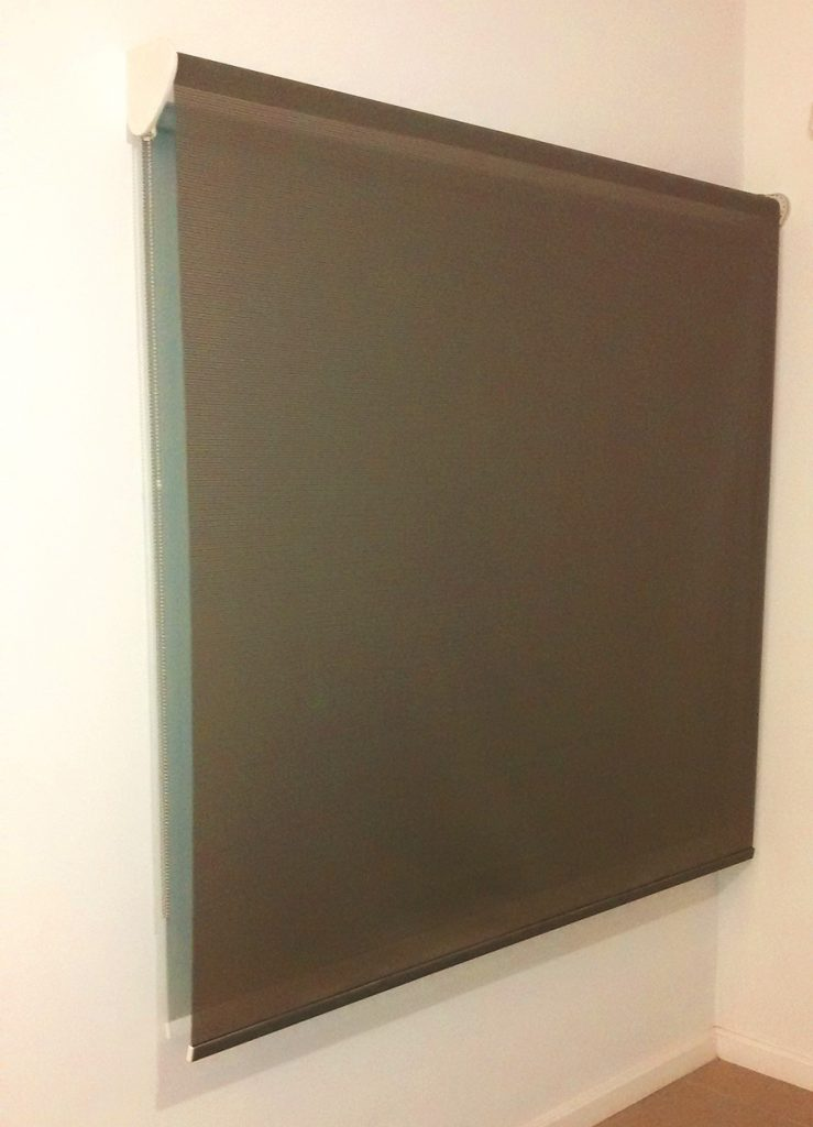 cortina roller doble black out gris screen detalle