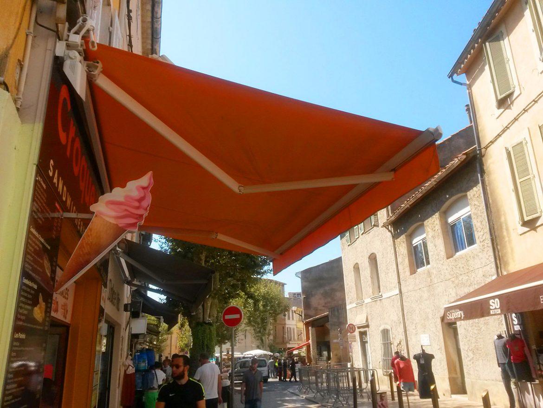 toldo brazos invisibles marsella restaurant via publica