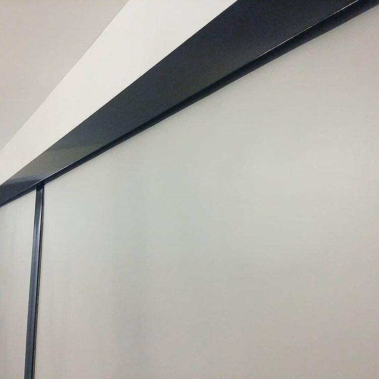 detalle black out cenefa guias lookea fabrica
