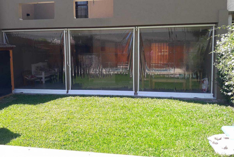 Toldos verticales en pvc transparente vistos de frente for Toldos verticales transparentes precios
