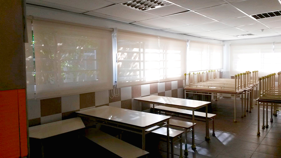 cortina roller screen y black out aula