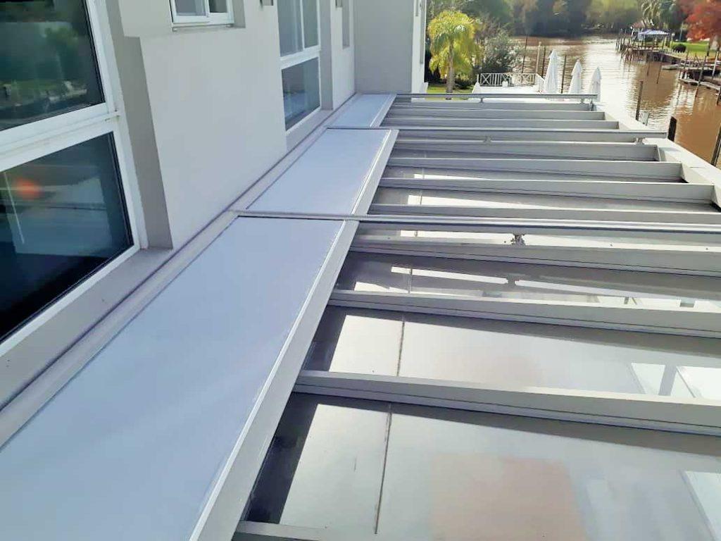 toldo techo vidriado cerramiento-tigre microperforada sunworker rebatible motor somfy automático plegable