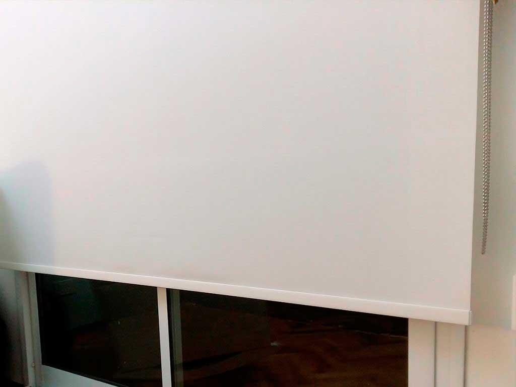 cortina roller doble black out + screen caballito detalle black out